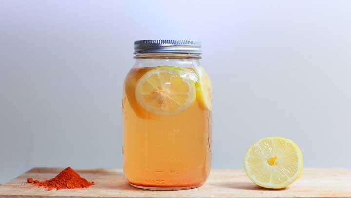 Limon-canela-y-agua-en-frasco